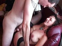 Amateur.wife.share.coffee.IVE.2208